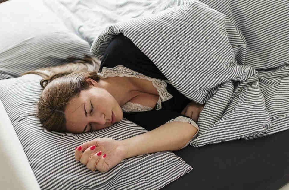 Materac do łóżka twardy czy miękki jaki kupić